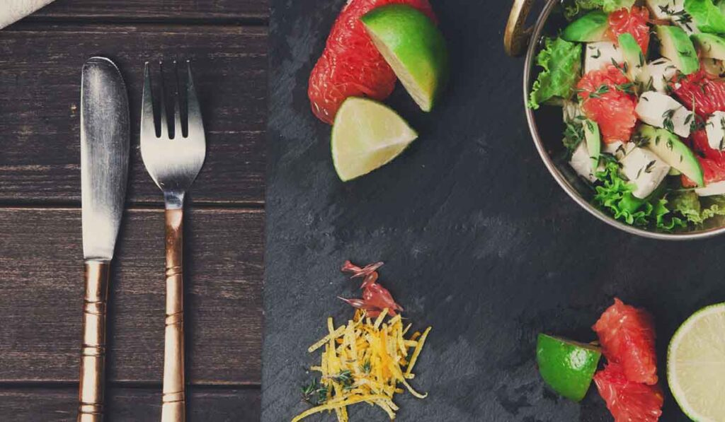 The Trick to Eating Healthy at Restaurants and Spotting Scams
